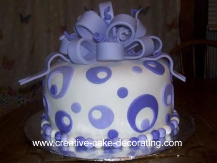 Nice Fondant cake - Love to make cakes like this one day.