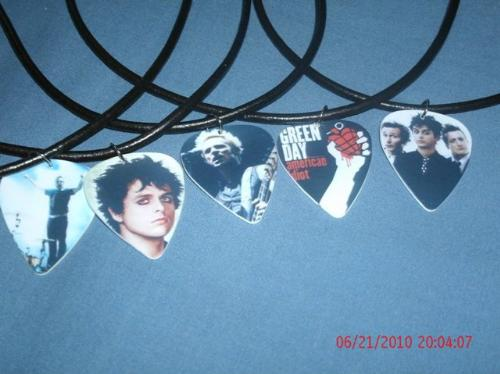 green day  - my guitar pick pendants