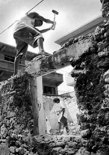 hammer - picture of hammer destroying a wall by man