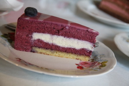 Blueberry cake - Cake with blueberries and cream