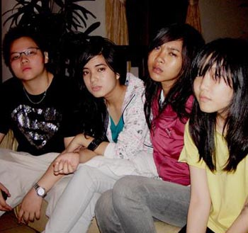 prisa with friends - prisa adinda with her friends