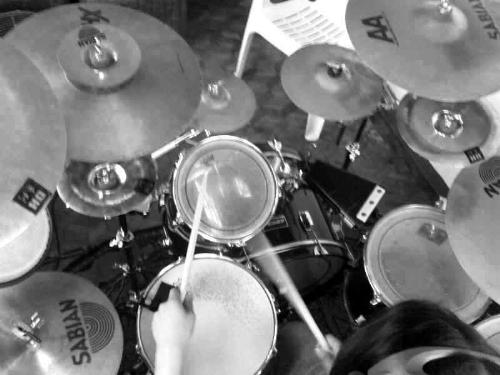 set - a drum kit set.