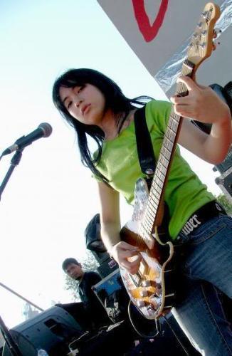 prisa sing 'muka dua' song - performance's prisa sing a song