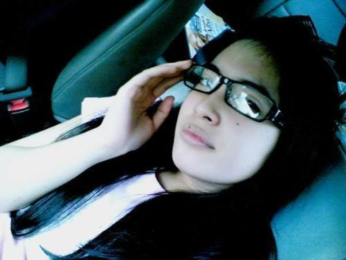 prisa wear her glasses  - she look cute when she wear glasses