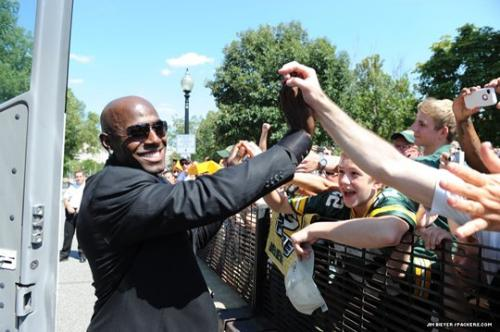 The Fans - Donald Driver thanking the fans that where outside the White House last week.