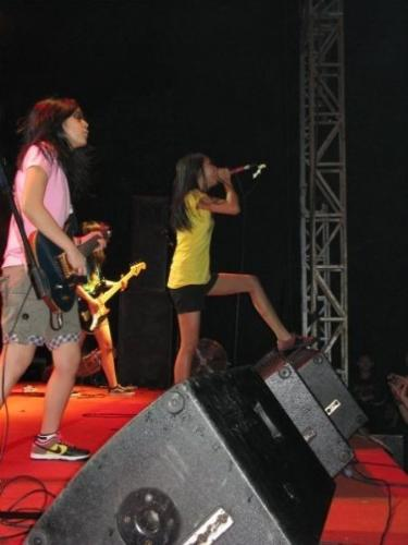 prisa on the stage - performance's prisa look good on the stage