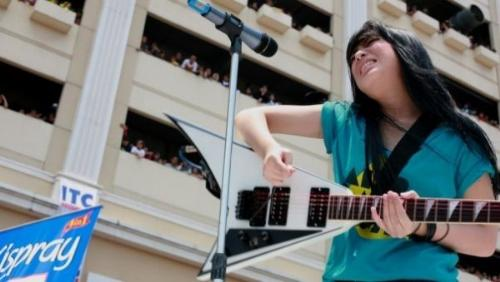 performance's prisa on air - she sing a song in television