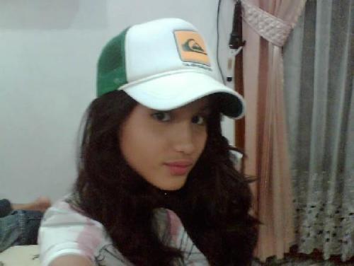 cinta laura wearing hat - cinta laura wearing white hat. so beautiful