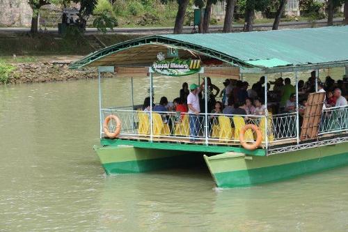 Laboc River Floating Restaurant - Floating Restaurant
