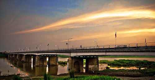bridge - a bridge across shallow moulds.