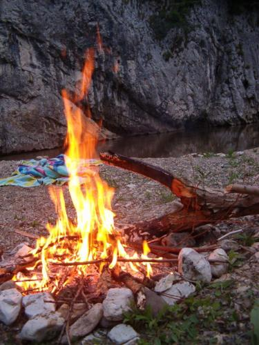 camp fire in Cheile Nerei - Romania - camping in Cheile Nerei