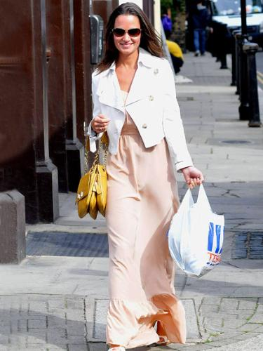 Pippa Middleton - Pippa went grocery shopping in this beatiful dress!