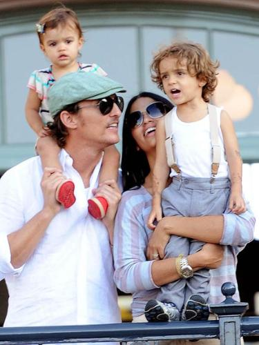 Matthew McConaughy and family - Matt with his girlfriend and their children Levi and Vida.