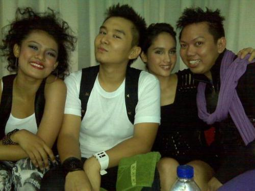 cinta laura with 3 of friends - cinta laura with 3 of her friends