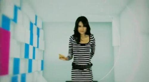 Cinta Laura and the light circle - Cinta laura in the light circle