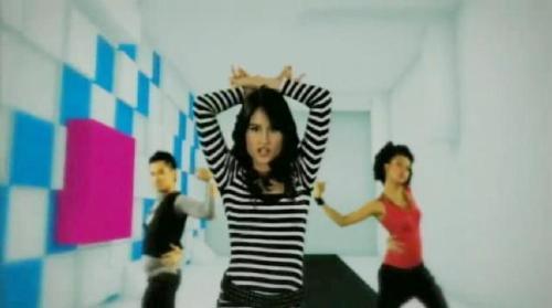 Cinta Laura dancing with friends. engrossed - Cinta Laura dancing with her friends. engrossed