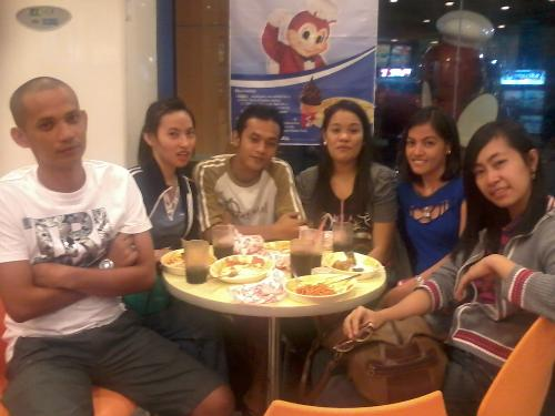 High School Batch - While in Jollibee waiting for another classmate who was trying his best to come as soon as possible but was caught up in traffic. :) Not too bad for we had the time to catch up with each and everyone's life's update!