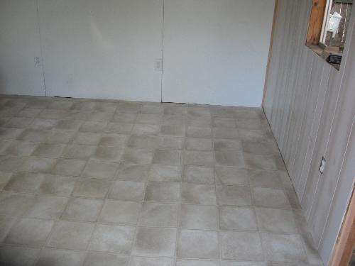 Floor in - but not glued at this point