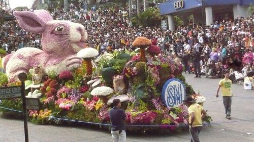 Panagbenga - SM float loaded with flowers
