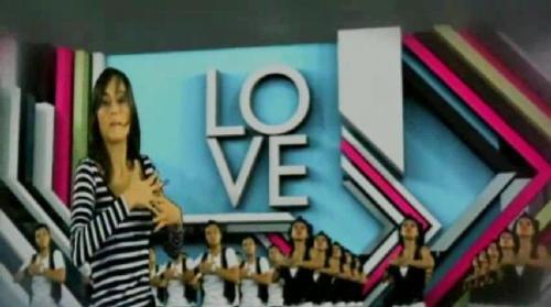 cinta laura dancing - laura dancing with her friends