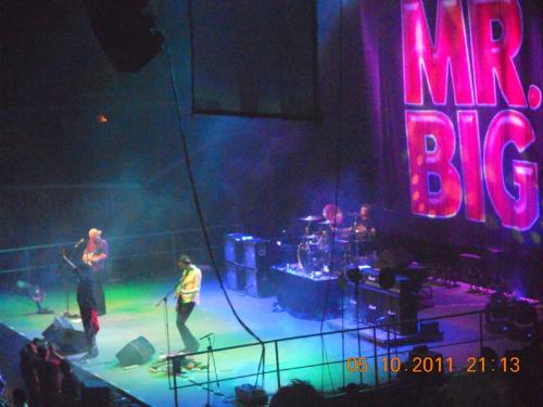 my shot at the mr big concert  - had fun with Mr big concert