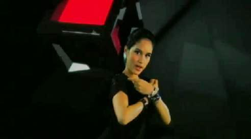 cinta laura clip - cinta laura's hand crossed