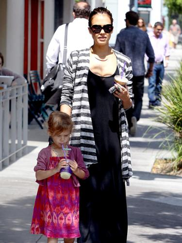Jessica Alba - Jessica Alba nd her daughter Honor.