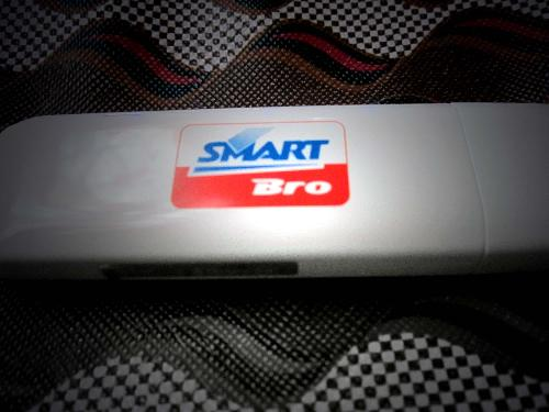 smart bro - a plug & play wireless connection gizmo. usb type internet connection.