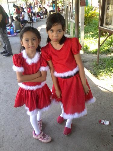 daughter - this is my daughter and her bestfriend..my daughter is the little one.. lol