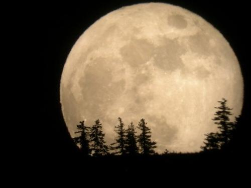 """supermoon - This so-called """"supermoon"""" appears extra big and extra bright."""