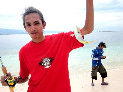 Fishing in Sta Cruz Island - One of my catches in the island
