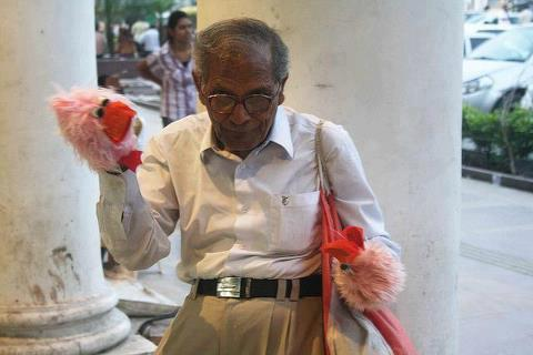 photo of that man - salute to this man