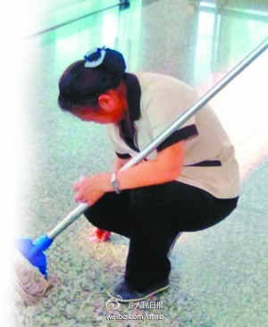 A Gum Sticking on the Ground Costs A Cleaning Lady 15 Minutes to Scrape It Off
