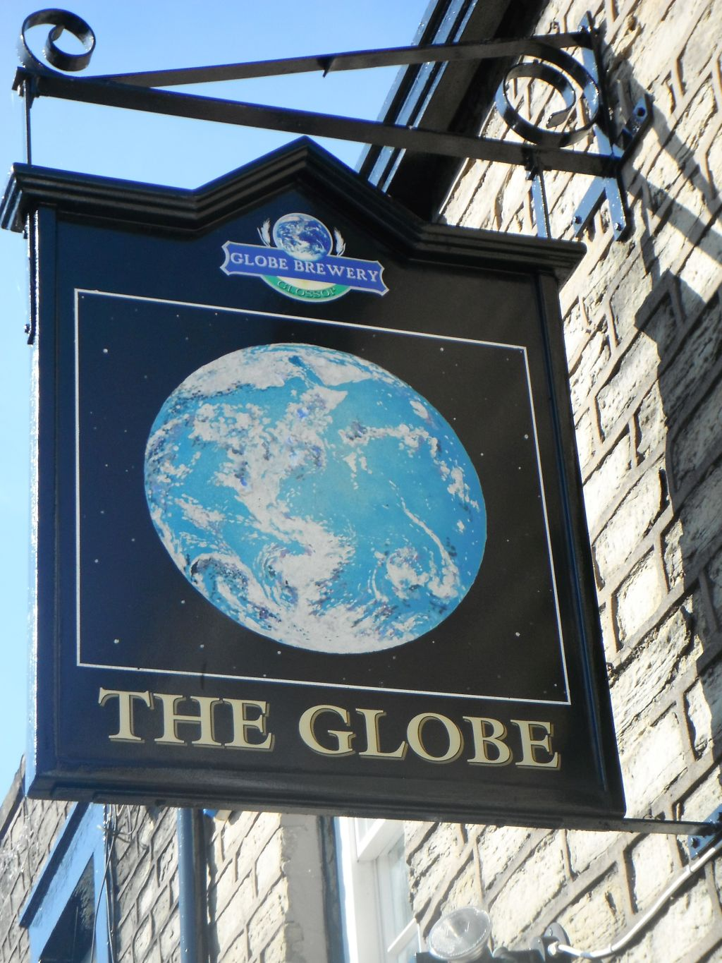 photo taken by me - The Globe pub sign, Glossop, Greater Manchester