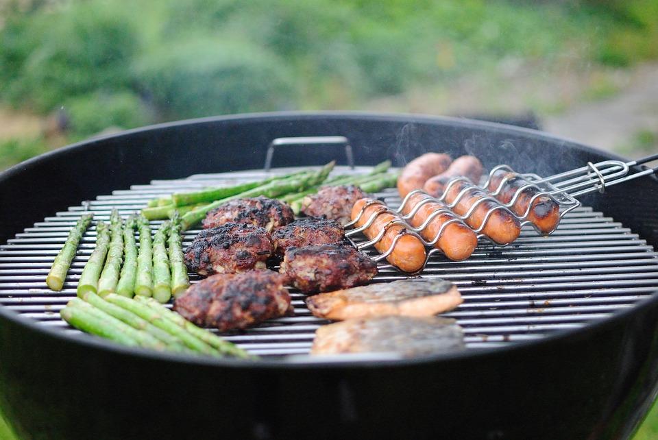Image from Pixabay https://pixabay.com/en/grilling-hotdogs-hamburger-barbecue-1081675/