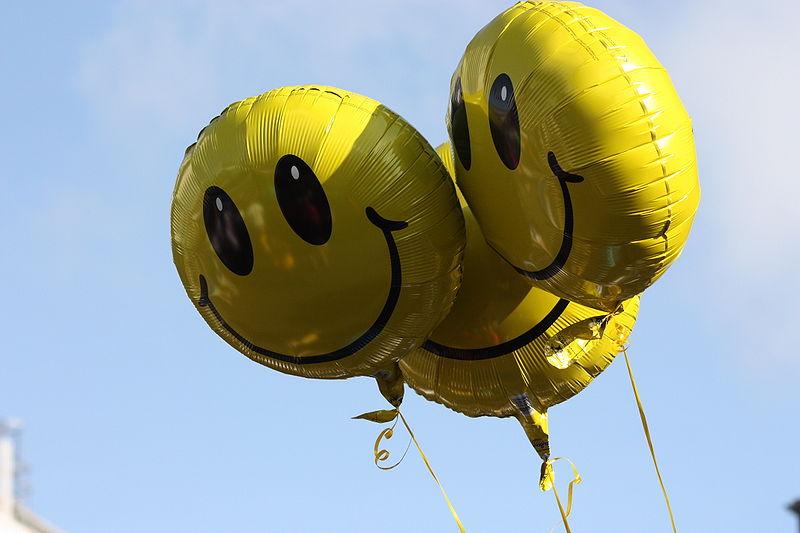https://commons.wikimedia.org/wiki/File:Balloons,_Belfast,_May_2010.JPG