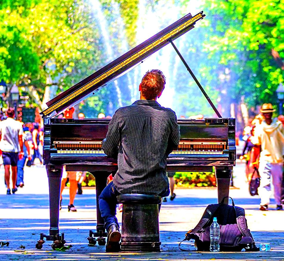 Piano photograph from Pixabay dot com