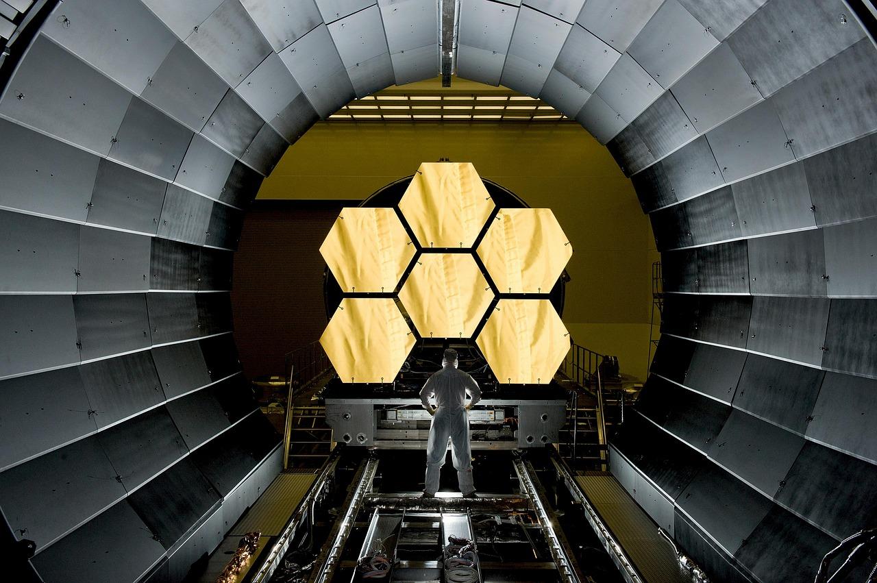 https://pixabay.com/en/space-telescope-mirror-segments-532989/