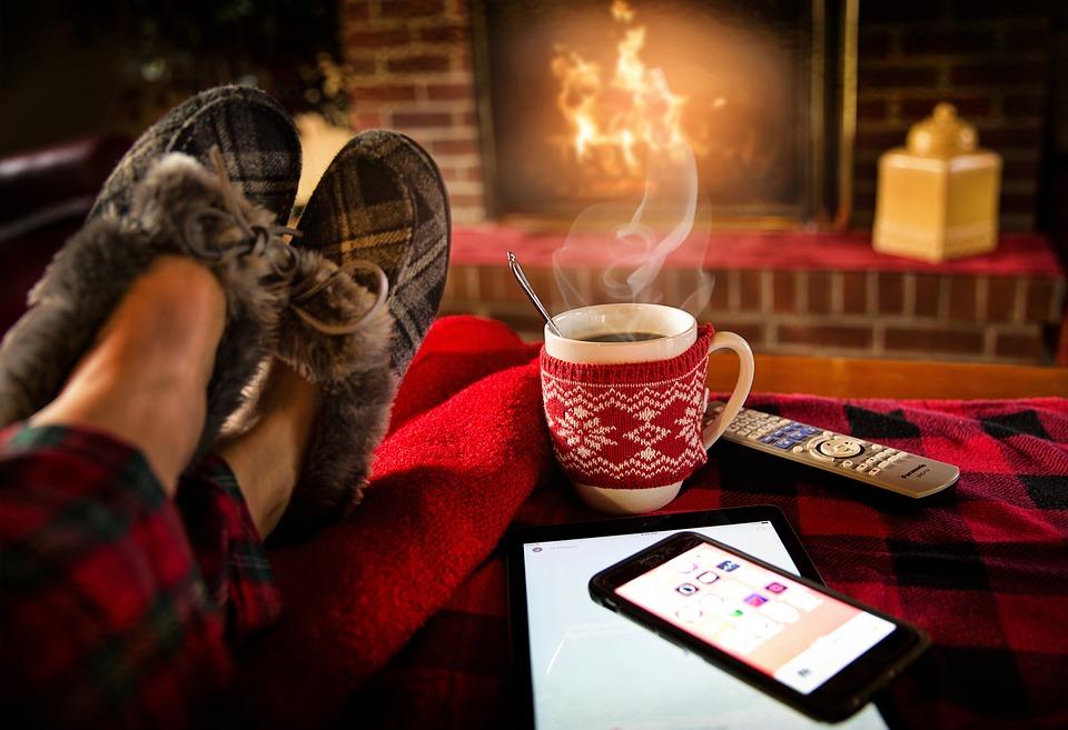 https://pixabay.com/en/relaxing-lounging-saturday-cozy-1979674/