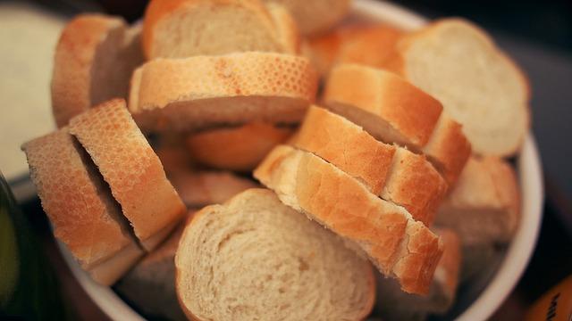 https://pixabay.com/en/bread-french-food-baked-sliced-1245948/
