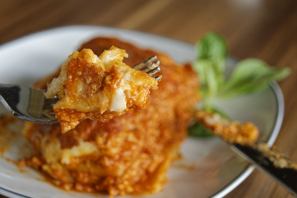 https://pixabay.com/en/lasagna-pasta-noodles-eat-food-2272453/