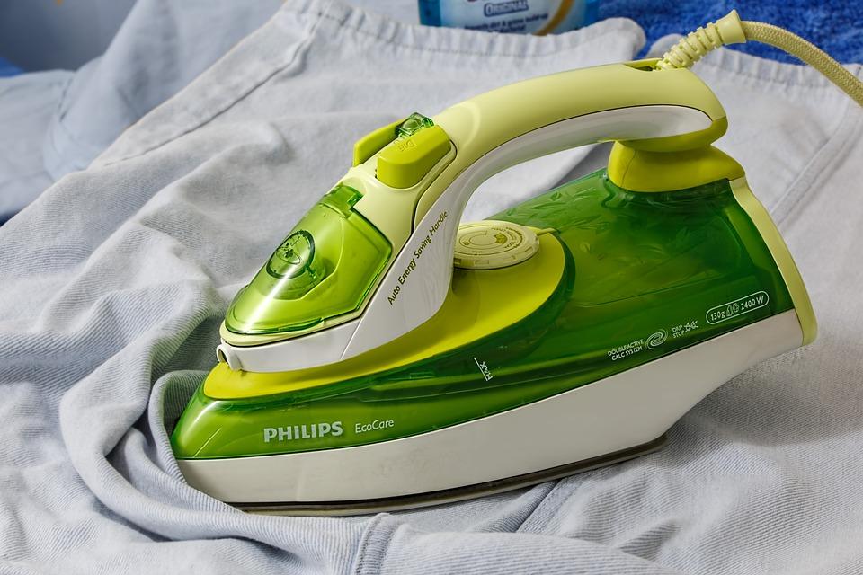 ironing naked, image pixaby