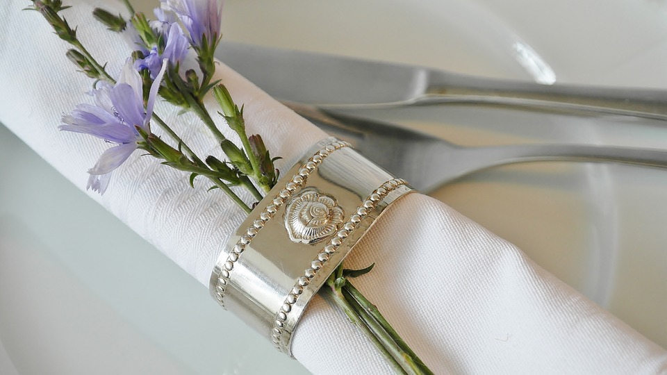 https://pixabay.com/en/napkin-ring-napkin-cloth-napkins-2577670/