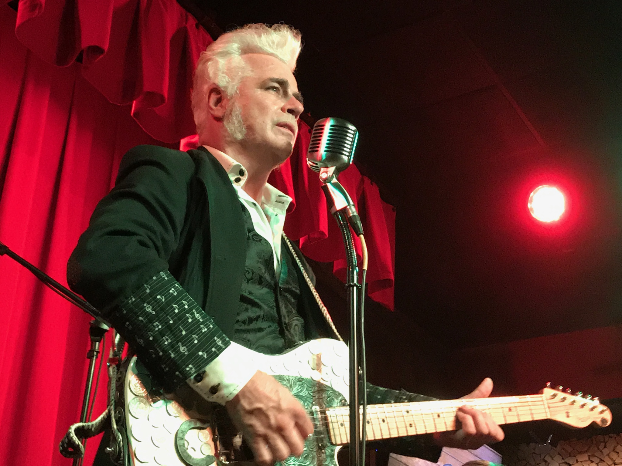 Dale Watson at Willie's Locally Known.  Photo taken by and the property of FourWalls.
