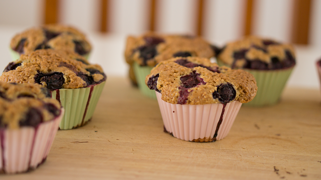 https://pixabay.com/en/baked-goods-baking-blueberry-1839264/