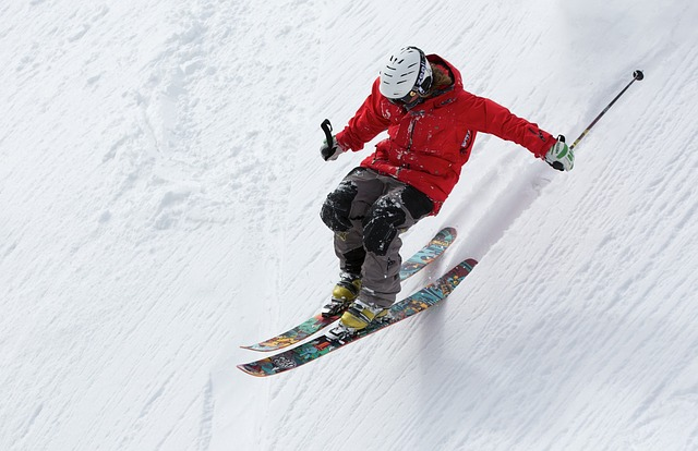 https://pixabay.com/en/freerider-skiing-ski-sports-alpine-498473/