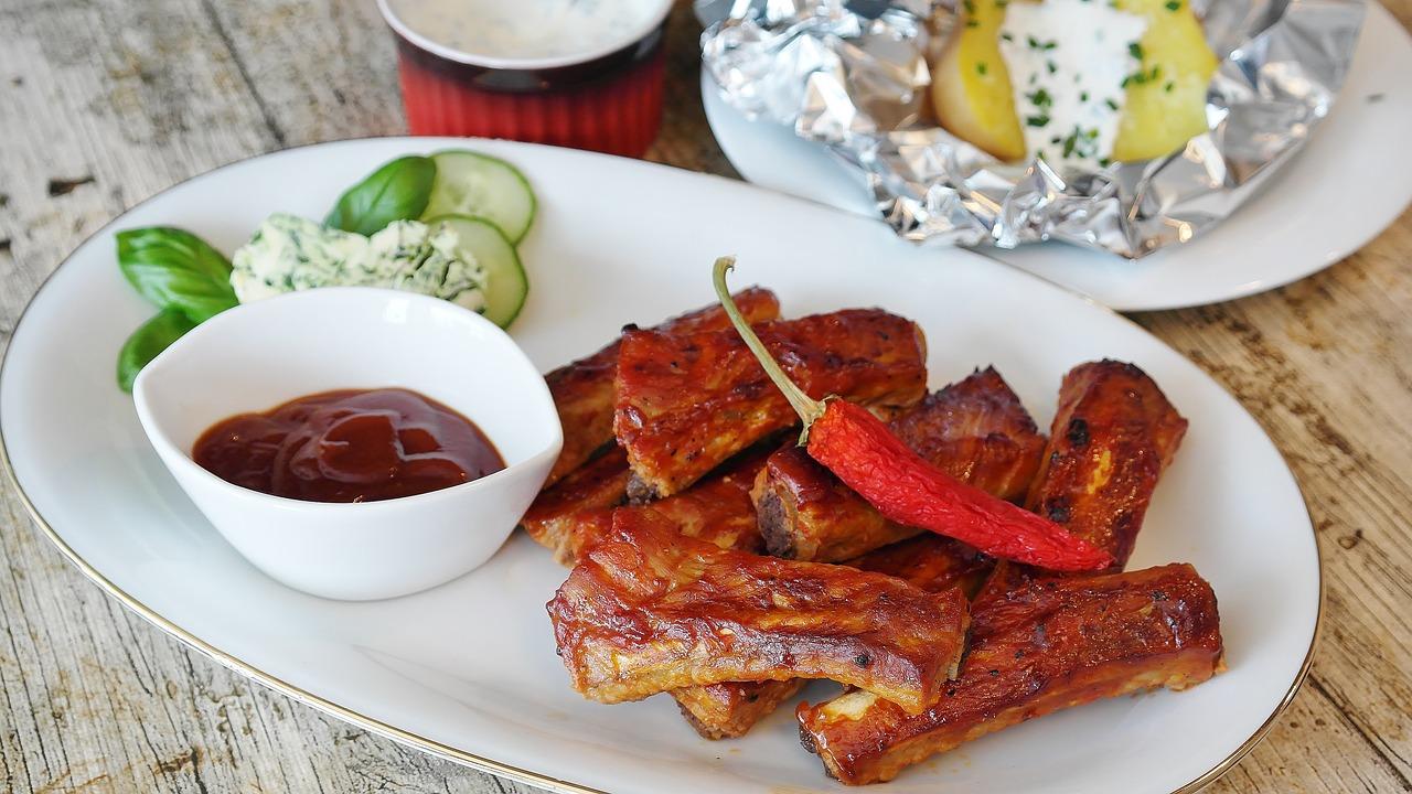 https://pixabay.com/en/spare-ribs-grill-bbq-sauce-2225208/