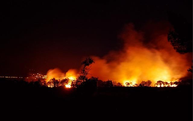 https://pixabay.com/en/fire-flames-night-summer-blaze-2730796/