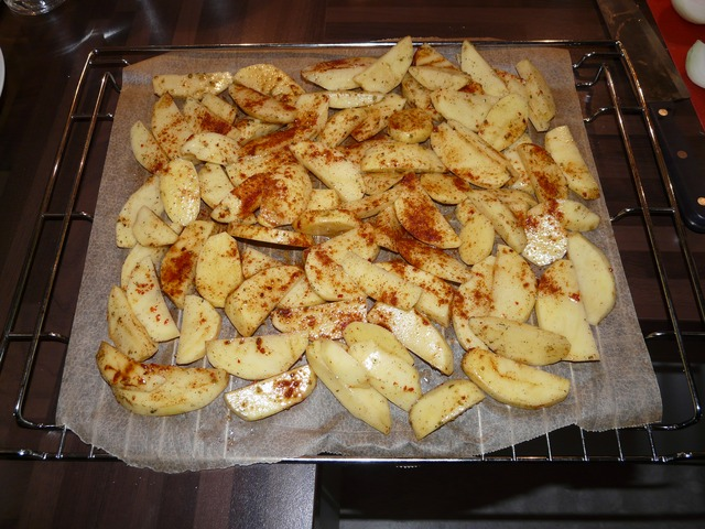 https://pixabay.com/en/potato-wedges-eat-food-potatoes-3838/