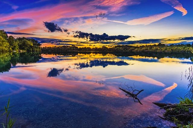 https://pixabay.com/en/lake-sunset-bavaria-abendstimmung-2763432/